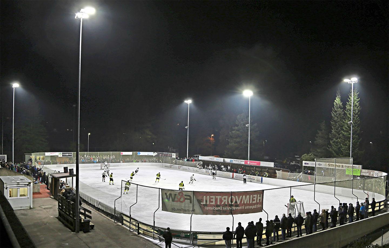 Neue LED-Flutlichtanlage im Trostberger Eisstadion.